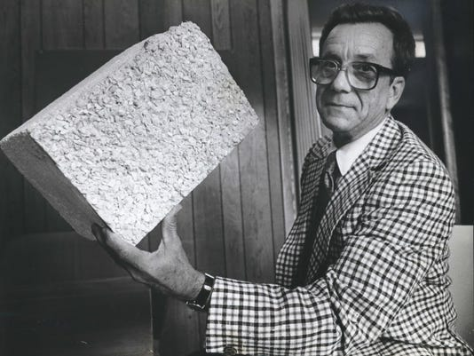 1982 Press Photo Donald Grieb Architect, holds polystyrene block, Milwaukee.