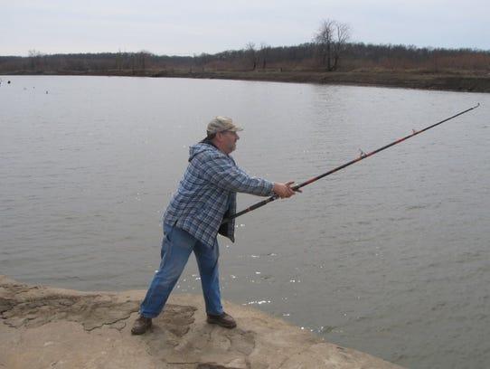 Veteran spoonbill snagger, Jon Belcher, Osceola, getting