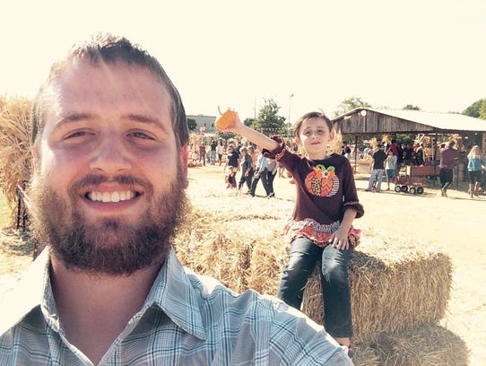 Daniel Shaver and his 6-year-old daughter, Natalie.