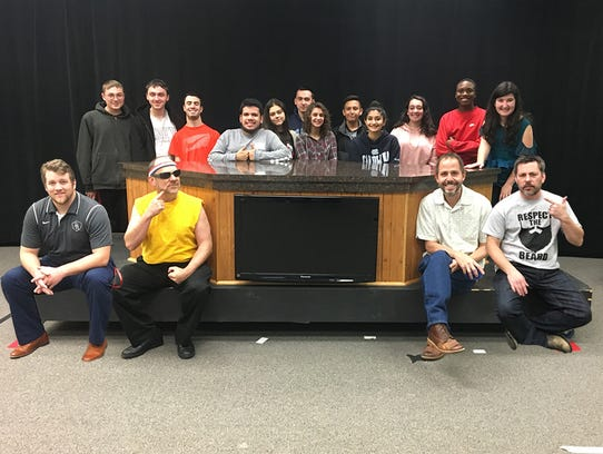 The four NovemBeard contestants and some students members