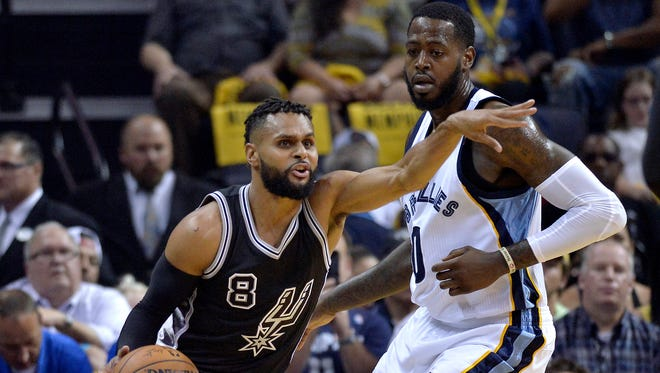 San Antonio Spurs guard Patty Mills (8) controls the ball against Memphis Grizzlies forward JaMychal Green during the first half of Game 3 in an NBA basketball first-round playoff series Thursday, April 20, 2017, in Memphis, Tenn.