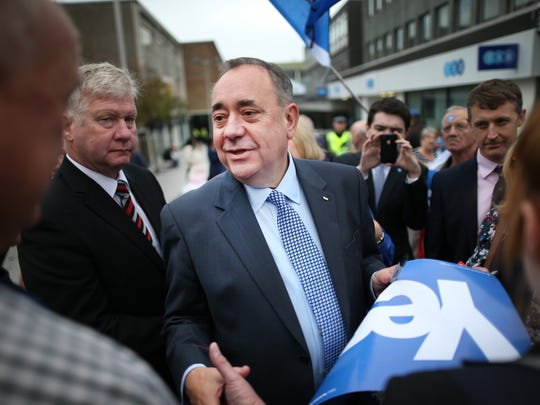 GLASGOW, SCOTLAND - SEPTEMBER 17:  Scotland's First Minister Alex Salmond (C) meets with voters in the East Kilbride shopping centre on September 17, 2014 in Glasgow, Scotland. The referendum debate has entered its final day of campaigning as the Scottish people prepare to go to the polls tomorrow to decide whether or not Scotland should have independence and break away from the United Kingdom.  (Photo by Peter Macdiarmid/Getty Images) ORG XMIT: 513389709 ORIG FILE ID: 455580914