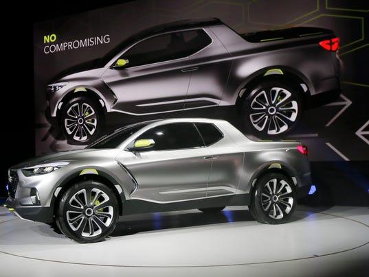 Hyundai wows auto show with novel truck car concept for Hyundai motor company usa