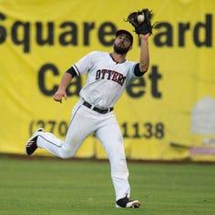 Otters' Jeff Gardner records parody song about minor league baseball struggles | Lindskog