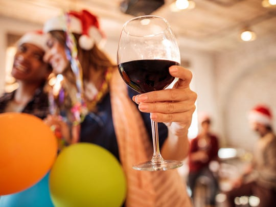All over the country, holiday parties are back in style. Throw a successful one, free of stress, by following our helpful tips.