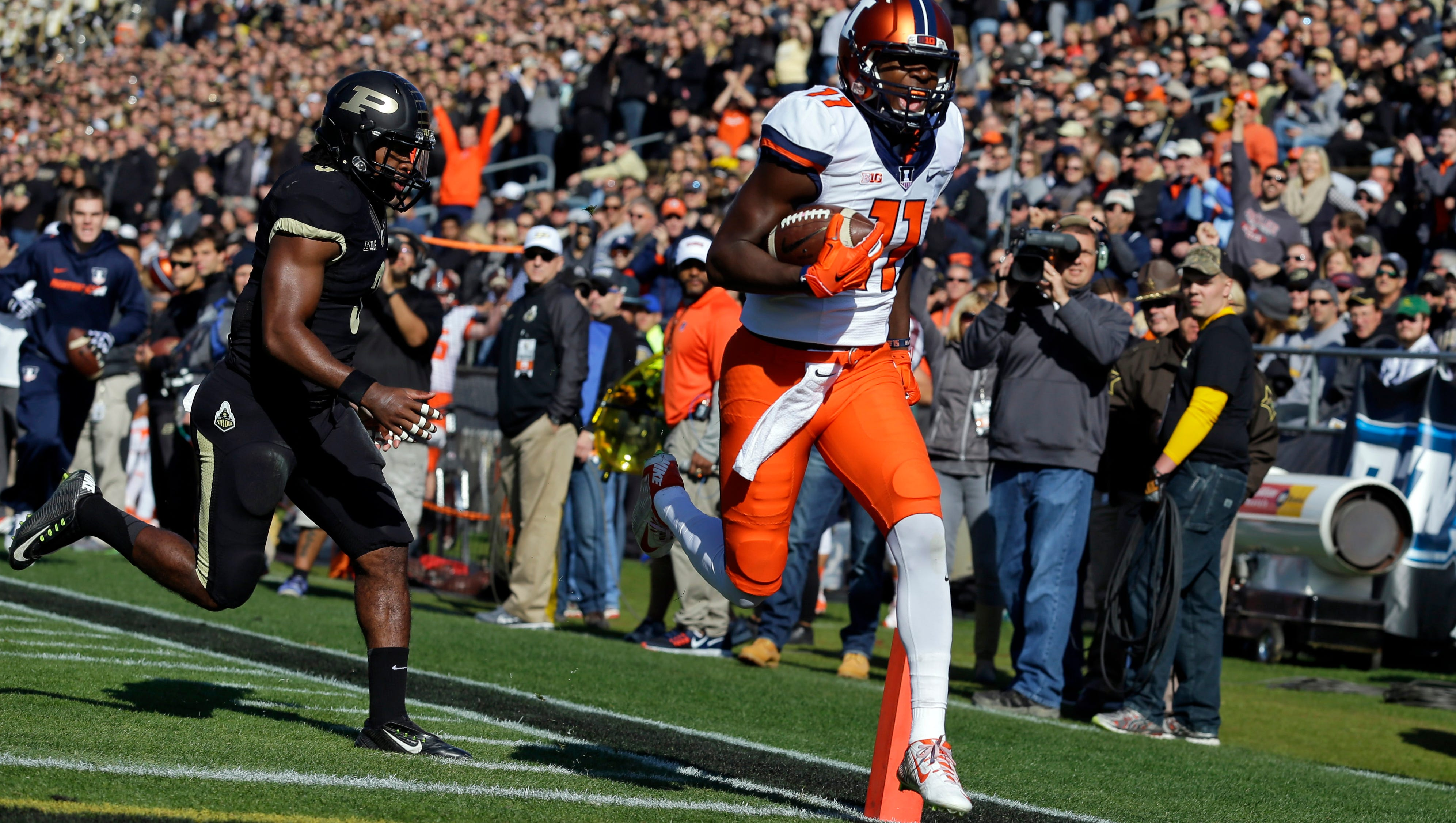 Illinois Snaps Losing Skid With 48 14 Win Over Purdue