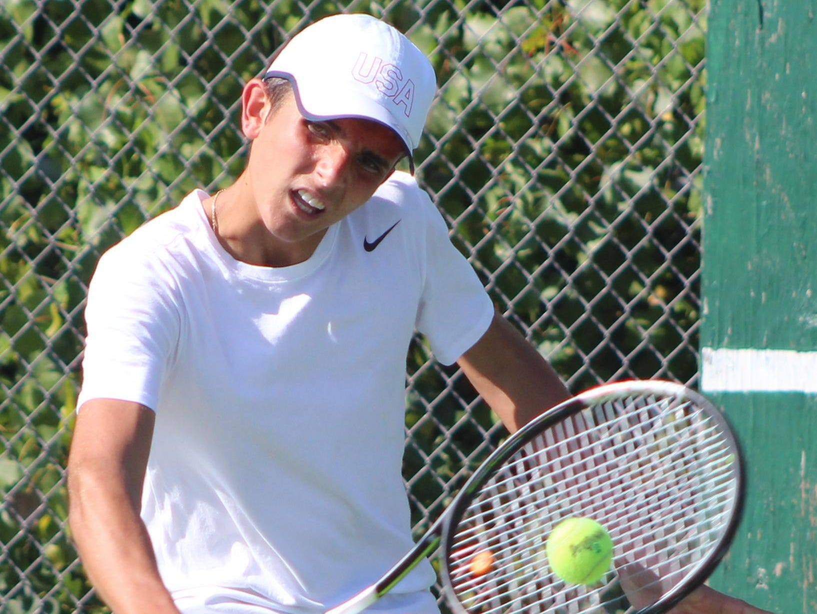 Freshman Gabe Vidinas helped lead Groves to a 6-3 victory over district rival Seaholm Monday with a straight-set win at No. 1 flight singles.