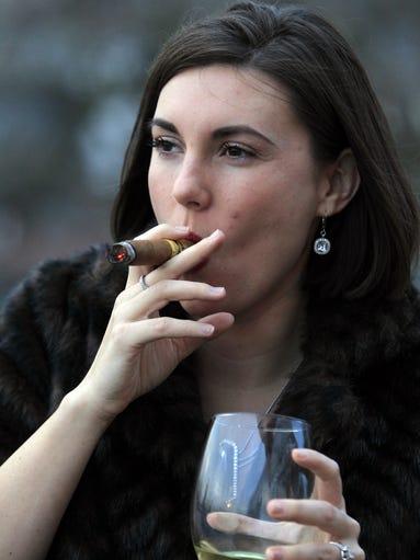 sexy women who smoke