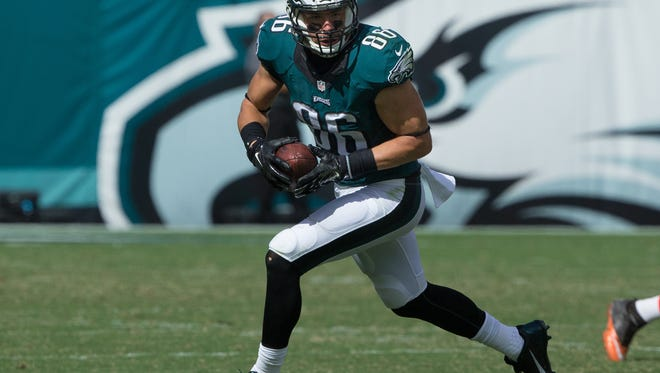 Philadelphia Eagles tight end Zach Ertz (86) runs with the ball against the Cleveland Browns at Lincoln Financial Field. The Eagles won 29-10.