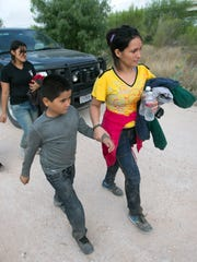 A group of two Honduran women and two young children