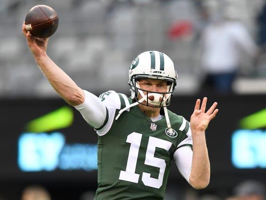 New York Jets quarterback Josh McCown (15) warming