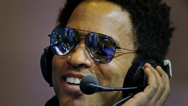 Singer Lenny Kravitz talks with Jamie Foxx on Foxx's SiriusXM show Friday Jan. 30, 2015, in Phoenix.