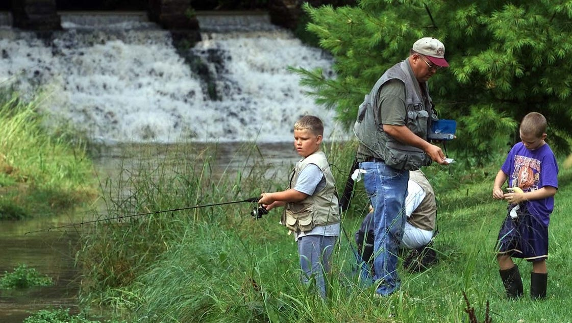 Iowa 39 s free fishing weekend kicks off friday for Texas fishing license cost