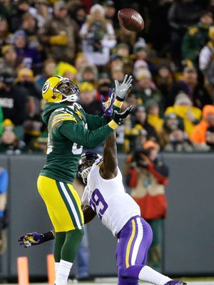 Green Bay Packers wide receiver James Jones (89) can't haul in a long pass on a free play while defended by Minnesota Vikings cornerback Xavier Rhodes (29) in the second half.