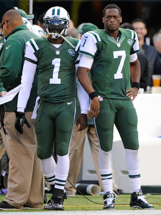 450e84410 New York Jets quarterbacks Michael Vick and Geno Smith