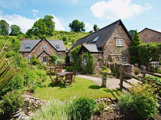 636558781847726009-Tudor-Farmhouse-17-.jpg
