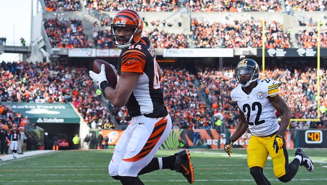 Cincinnati Bengals tight end Jermaine Gresham (84) catches a touchdown pass against Pittsburgh Steelers cornerback William Gay (22) during the first half at Paul Brown Stadium on Dec. 7, 2014.