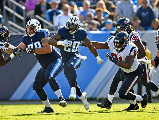 Titans running back DeMarco Murray (29) runs at Nissan