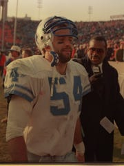 Chris Spielman of the Detroit Lions at the Chicago