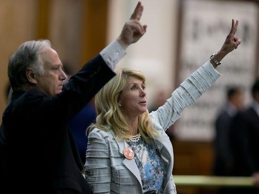 636655522581839154-Texas-Tribune-Wendy-Davis-votes-TT.jpg