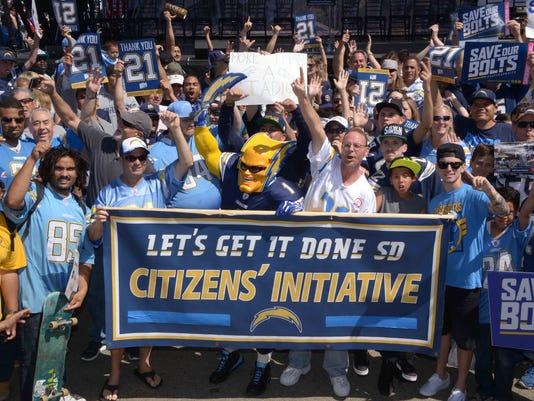 2016-08-25-chargers-fans-stadium