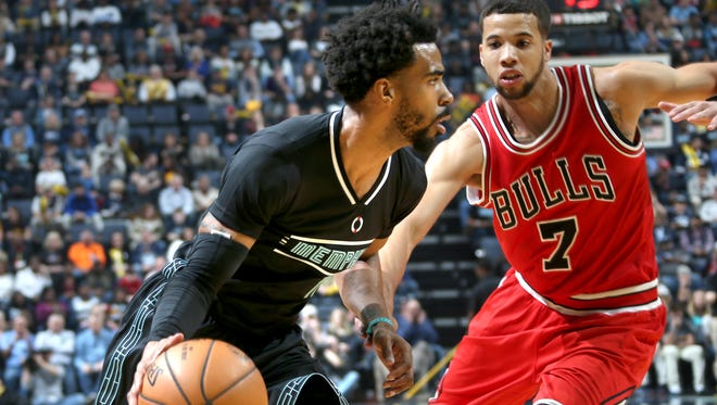 Memphis Grizzlies guard Mike Conley works against the defense of Chicago Bulls Michael Carter-Williams.