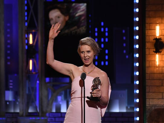 Cynthia Nixon accepts the award for featured actress