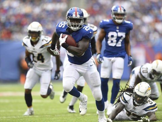 New York Giants running back Orleans Darkwa #26 rushing