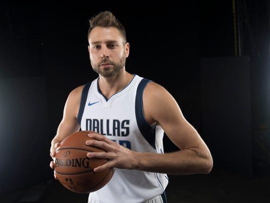 Dallas Mavericks forward Josh McRoberts