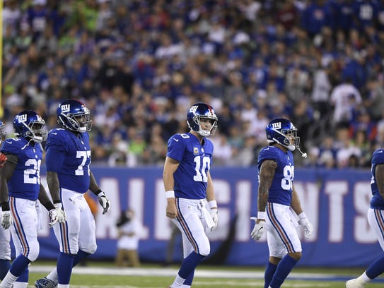 New York Giants quarterback Eli Manning (10) and the