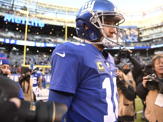 New York Giants quarterback Eli Manning (10) on the