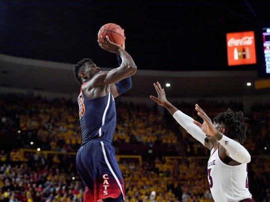 Arizona Wildcats forward Deandre Ayton (13) shoots