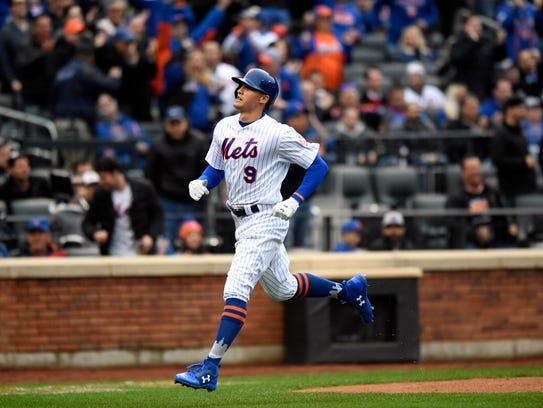 New York Mets center fielder Brandon Nimmo (9) scores