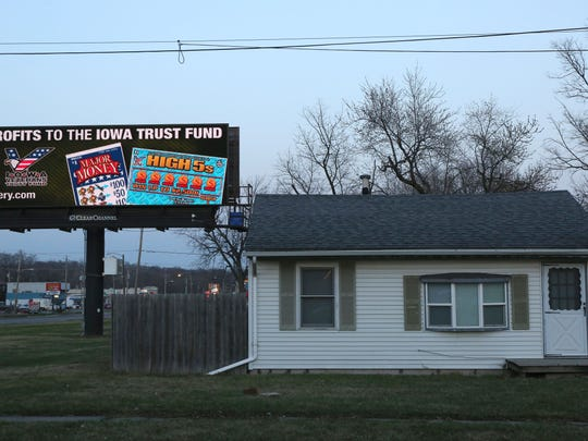 A digital billboard along East University Avenue in Des Moines has illuminated the surrounding houses. Neighborhood leaders want stronger restrictions on the signs.