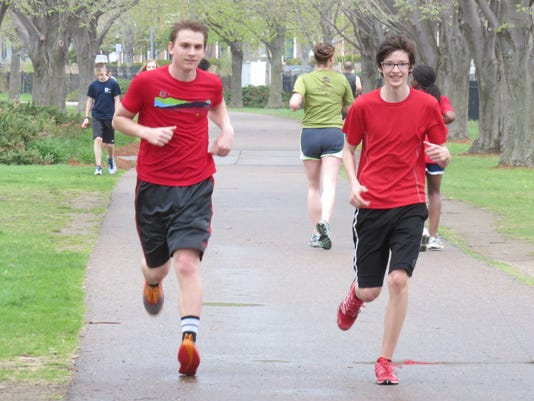 -BUR 0521 runner.jpg_20140521.jpg