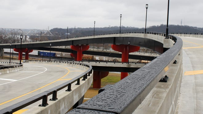 Workers have returned to the Sixth Street Expressway and Waldvogel Viaduct to resume paving and bridge-painting work.