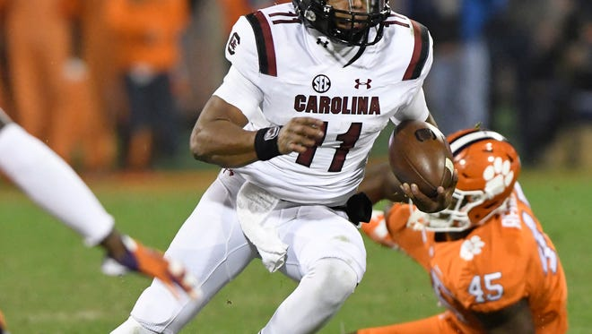 South Carolina quarterback Brandon McIlwain (11) rushes against Clemson.