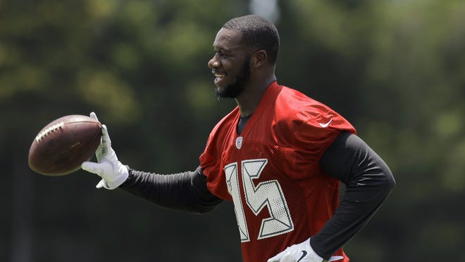 Tampa Bay Buccaneers tight end Tim Wright catches a football during minicamp June 16, 2015, in Tampa.