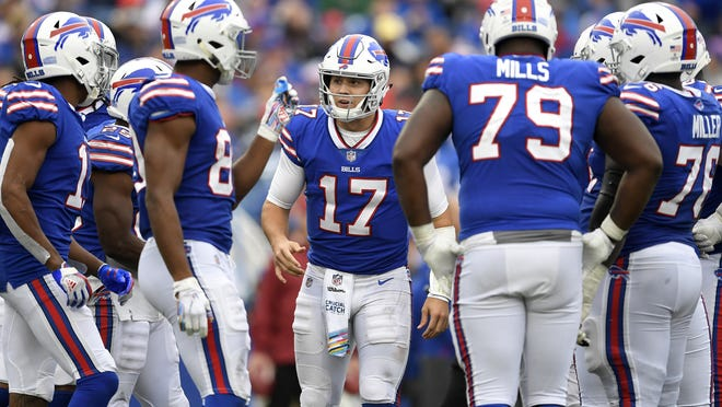 Bills quarterback Josh Allen (17) has earned praise for continuing to grow into a team leader by organizing several workouts with teammates during the coronavirus pandemic-altered offseason.