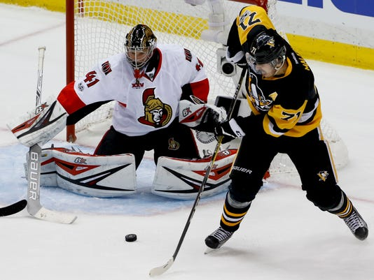 Pittsburgh Penguins' Evgeni Malkin (71) shoots and scores on Ottawa Senators goalie Craig Anderson (41) during the third period of Game 1 of the Eastern Conference final in the NHL hockey Stanley Cup playoffs, Saturday, May 13, 2017, in Pittsburgh. (AP Photo/Gene J. Puskar)