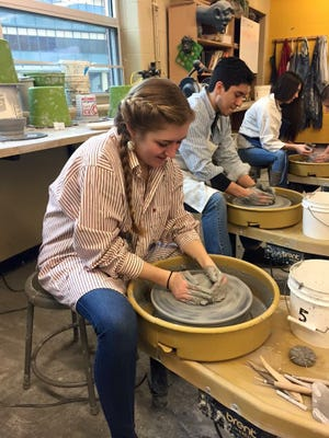 CASHS students of Holly Baker creating bowls for the Soup to Soul fundraiser