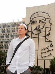 Durante su viaje a Cuba donde siguió los pasos del