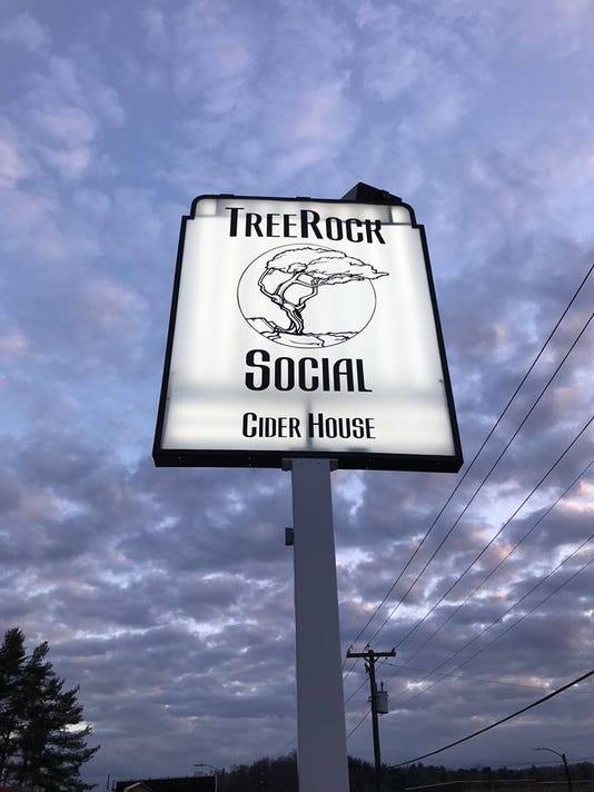 636480845593318722-treerock.jpg