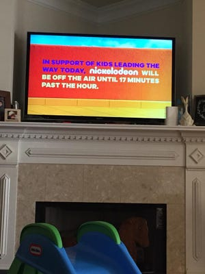 One month after 17 students and faculty members were killed at a Florida high school, Nickelodeon went off the air for 17 minutes to honor the lives lost.