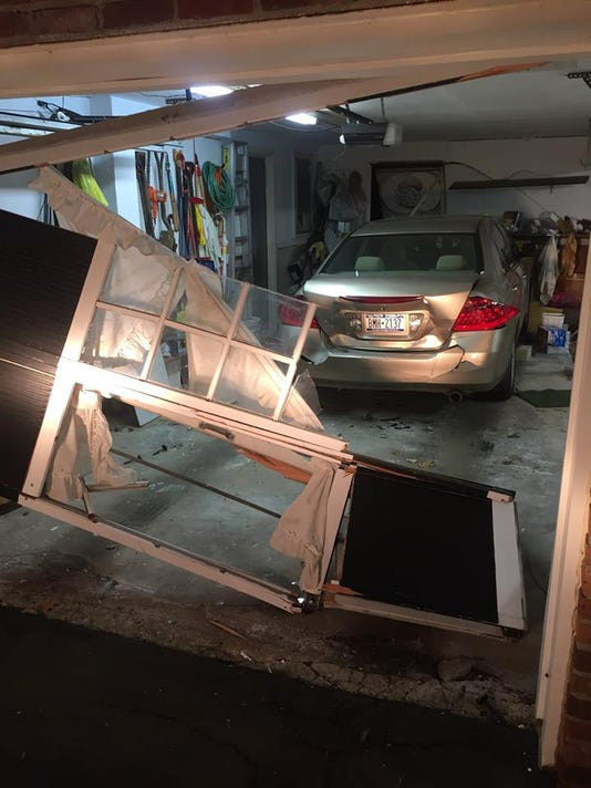 Car crashes into Ramapo house