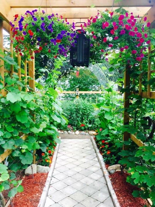 636674291211996497-Borgia-Garden-Romeo-MI.JPG