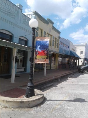 The Smithville Chamber of Commerce has begun installing its 2020 Banners on Main as part of its Keep Smithville Beautiful projects.