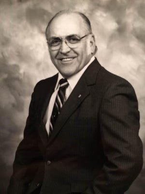 """Former Canton Police Chief Robert """"Bob"""" W. Molleck, 90, passed away Friday at his residence in Wallace, North Carolina."""