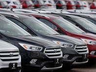 Trump links car prices, mpg rules; groups skeptical
