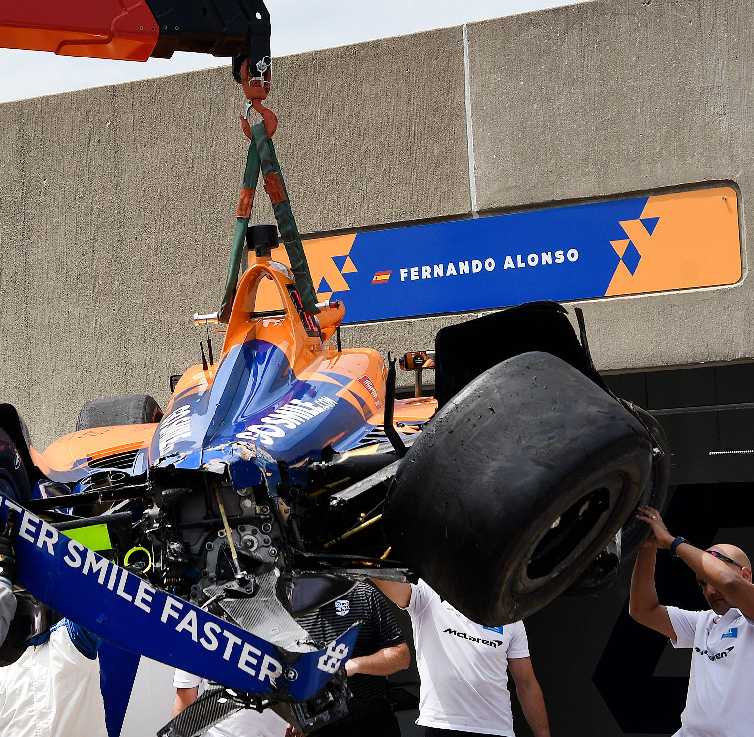 How bad was McLaren's preparation? It started without a steering wheel